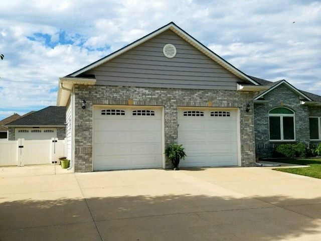 Photo of 1102 Barberry Dr Hutchinson, KS 67502