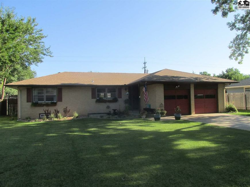Photo Of 606 W 25th Ave Hutchinson KS 67502