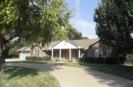 Photo of 2702 Dickens Dr Hutchinson, KS 67502