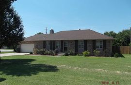 Photo of 3311 Carnegie Pl Hutchinson, KS 67502