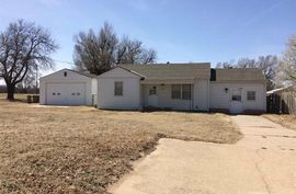 Photo of 1401 Woodlawn St Hutchinson, KS 67501