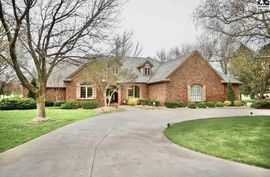 49 A Willowbrook St Hutchinson, KS 67502,