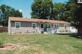 Photo of 200 SW 9th St Newton, KS 67114