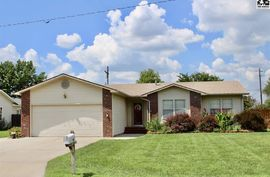 228 Robert St Hutchinson, KS 67502,