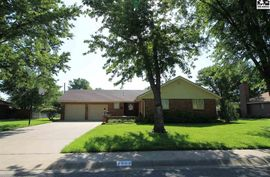 2502 Westminster Dr Hutchinson, KS 67502,