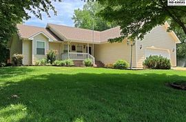 Photo of 7204 Hickory Way Hutchinson, KS 67502
