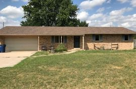 Photo of 3104 Sycamore Rd Hutchinson, KS 67502