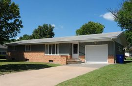 527 S Becker Ave Moundridge, KS 67107,