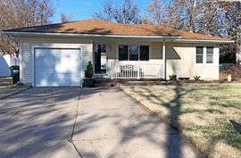 Photo of 8 Wheatland Dr Hutchinson, KS 67502