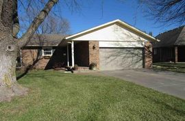 1002 Bramble Bush Dr Hutchinson, KS 67502,