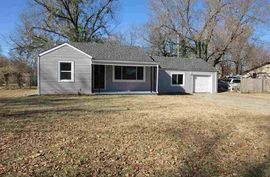 Photo of 1725 N Jackson St Hutchinson, KS 67502