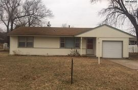 Photo of 23 Meadowlark Ln Hutchinson, KS 67502