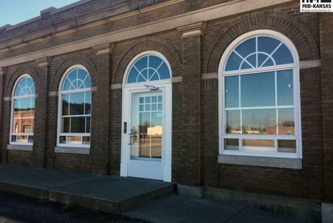 Photo of 400 S Main St Hutchinson, KS 67501