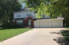 209 Hyde Park Dr Hutchinson, KS 67502,