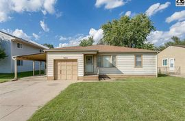 Photo of 910 E 11th Ave Hutchinson, KS 67501