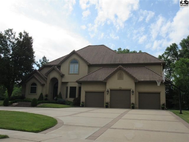 Photo of 2530 Briarwood Ln Hutchinson, KS 67502