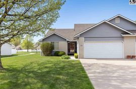 Photo of 1304 Wood Bridge Ct Hutchinson, KS 67502