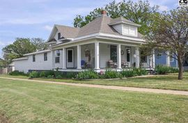 Photo of 402 S Pine St Pratt, KS 67124