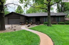 Photo of 812 Lochinvar Ln Hutchinson, KS 67502