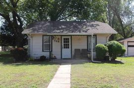 Photo of 326 Justice St Hutchinson, KS 67501