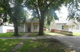 Photo of 426 E 10th Ave Hutchinson, KS 67501