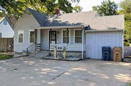 Photo of 407 E 17th Ave Hutchinson, KS 67501