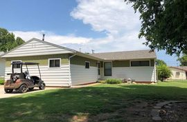 Photo of 914 N Goodview St Medicine Lodge, KS 67104