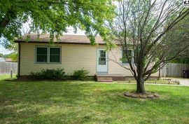 Photo of 112 McKinley Ct Lindsborg, KS 67456