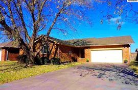 Photo of 806 Idlewild Dr Hutchinson, KS 67502