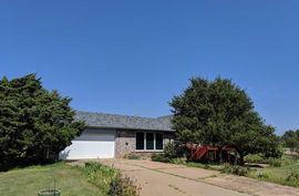 3818 E Shelton Rd Pretty Prairie, KS 67570-8804,