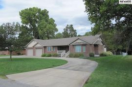 Photo of 1516 Brookwood Dr Hutchinson, KS 67502