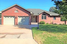 800 Virginia Ct Hutchinson, KS 67502,