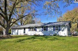 Photo of 1514 Linwood Dr Hutchinson, KS 67502