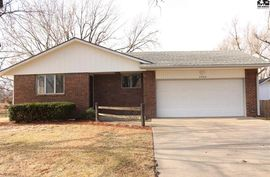 Photo of 4705 Fir Ct Hutchinson, KS 67502