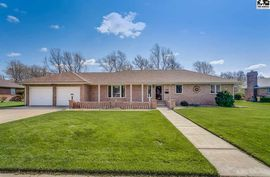 2504 Canterbury Dr Hutchinson, KS 67502,