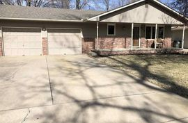 Photo of 912 E 32nd Ave Hutchinson, KS 67502