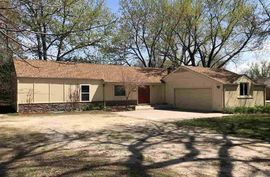 Photo of 2904 N Meadowlake Dr Hutchinson, KS 67502