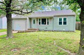 Photo of 1610 Marland St Hutchinson, KS 67501