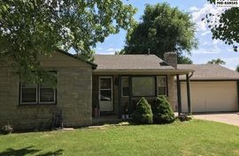 Photo of 617 W 19th Ave Hutchinson, KS 67502