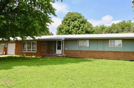 608 E 5th  St Haven, KS 67543,