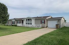 124 W D Ave South Hutchinson, KS 67505,
