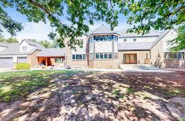 726 W EAST POINT RD Valley Center, KS 67147,