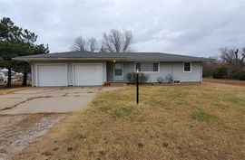 2328 W Blanchard Ave South Hutchinson, KS 67505,