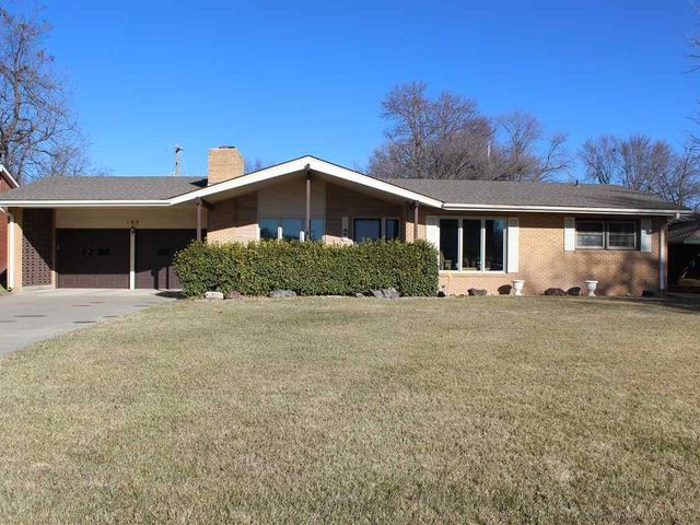 Photo of 102 W 29th Ave Hutchinson, KS 67502