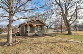 324 N Edwards Ave Moundridge, KS 67107,
