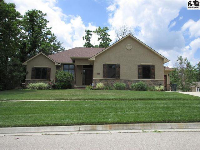 Photo of 2805 Timber Ln Hutchinson, KS 67502