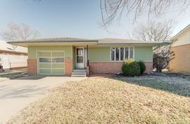 Photo of 106 N Washington St Hillsboro, KS 67063