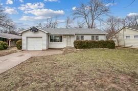 4 E SOUTHLAND DR Haven, KS 67543,