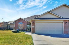 811 W Cottonwood Dr Valley Center, KS 67147,
