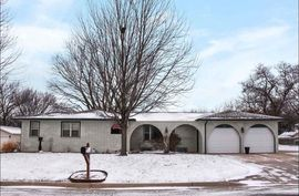 121 S 4TH ST Clearwater, KS 67026,